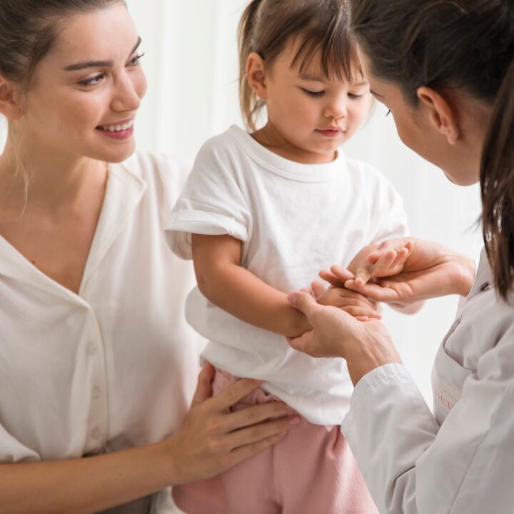 av_instit-child-patient-doctor-hdrvb-square