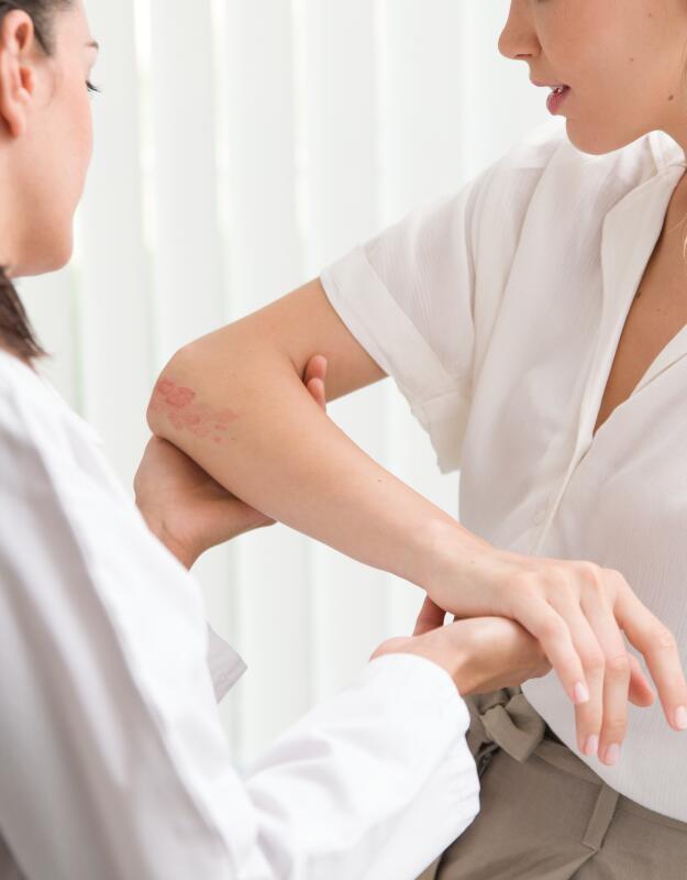 av_instit-doctor-skin-patient-hdrvb