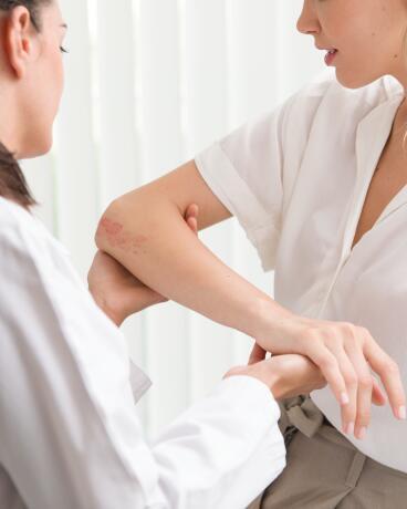 av_instit-doctor-skin-patient-hdrvb-square