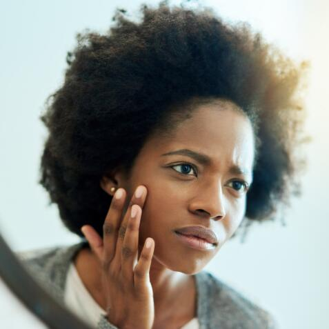 AD_ACNE_WORRIED-WOMAN-LOOKING-IN-MIRROR_LARGE_2021