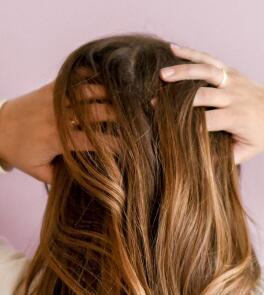 kl_lifestyle_woman_massage_head_hair_square_2019