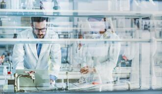 OG_TEAM_SCIENTISTS_WORKING_SCIENTIFIC_RESEARCH_LABORATORY_ISTOCK_2021