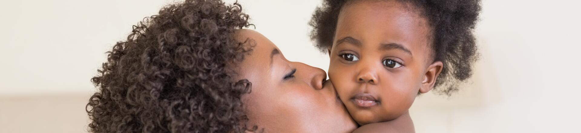 AD_ATOPIC-DERMATITIS_BLACK-MOTHER-AND-DAUGTHER_LARGE_2021