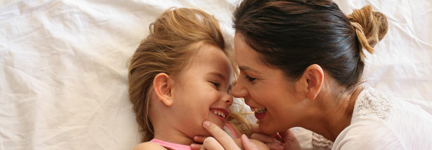 AD_LIFE-MOMENTS_MOTHER-AND-DAUGTHER-LAUGHING_LARGE_2021