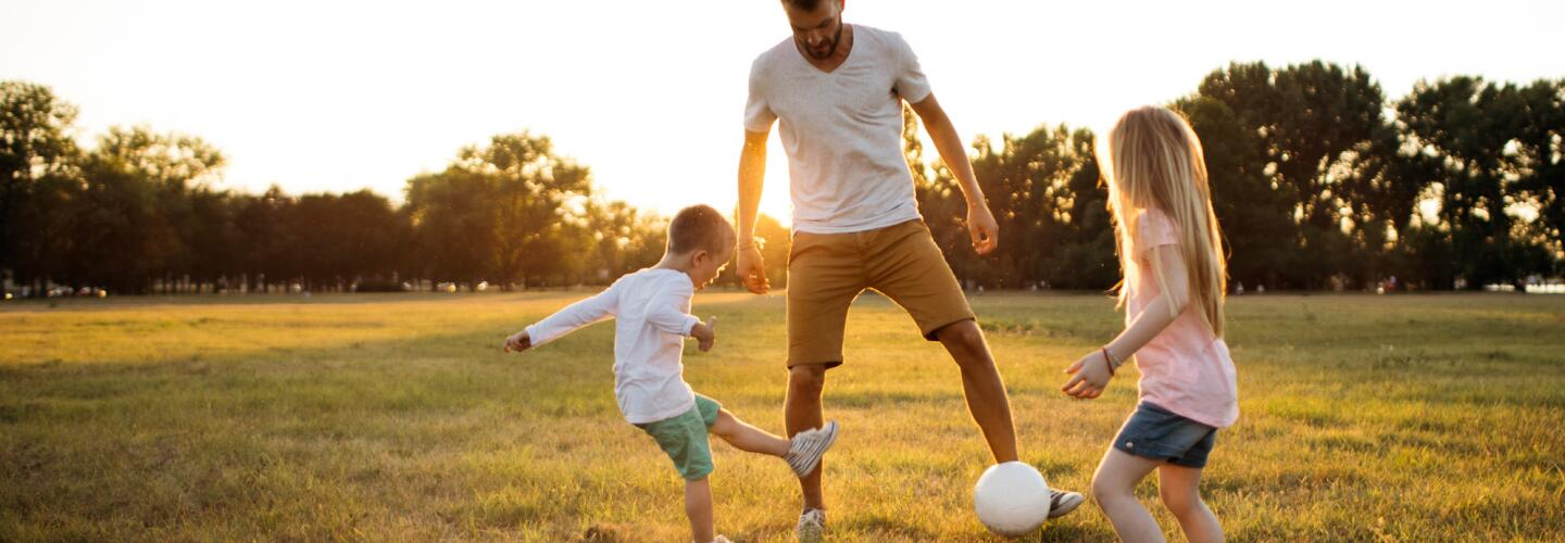AD_LIFE-MOMENTS_DAD-AND-KIDS-PLAYING_LARGE_2021