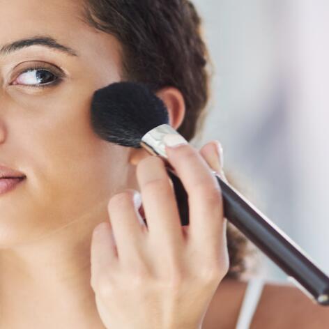 av_acne_femme_maquillage_1x1