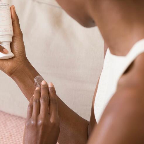 av_eczema-psoriasis_application_creme_bras_1x1