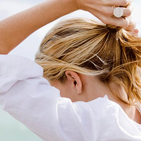RF_website_expert-dossier-blond-hair_effects_why-is-hair-damaged-after-bleaching_804x446