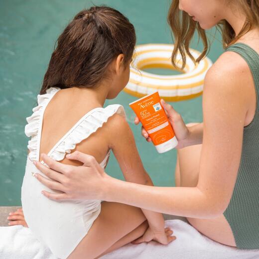 av_sun care_intense protect 50-_social_24_post_3282770141214_ld