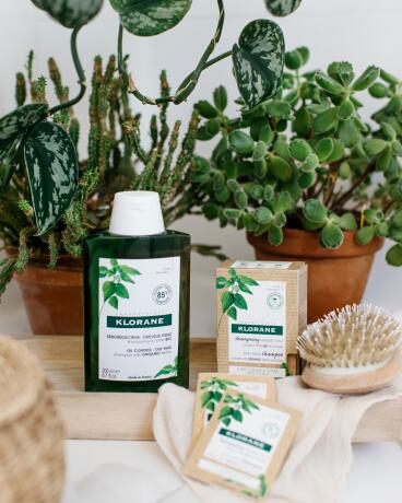 KL_HAIR_NETTLE 2 IN 1 MASK SHAMPOO_SHAMPOO_Picture_Lifestyle_2020