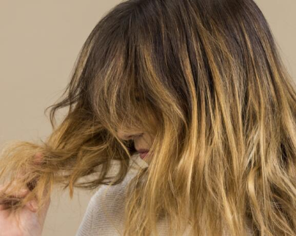 RF_Expert-dossier_Dry-hair_Damaged-Hair-Woman_Copyright-free (2)