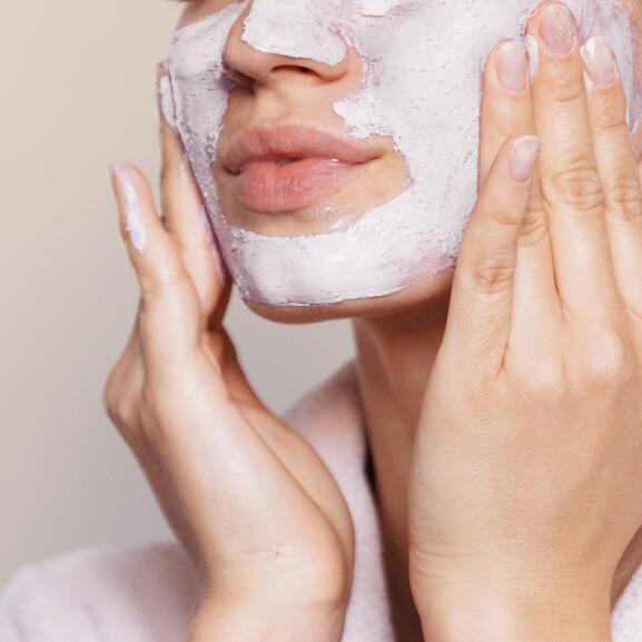 av_acne_femme_masque_1x1