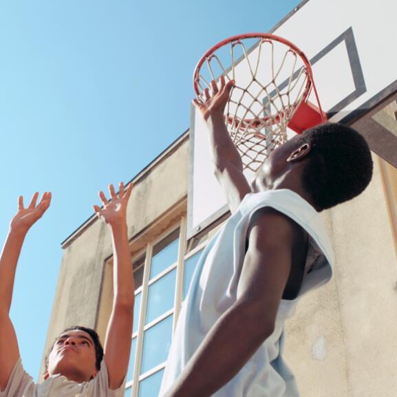 av_acne_adolescents_sport-collectif_1x1