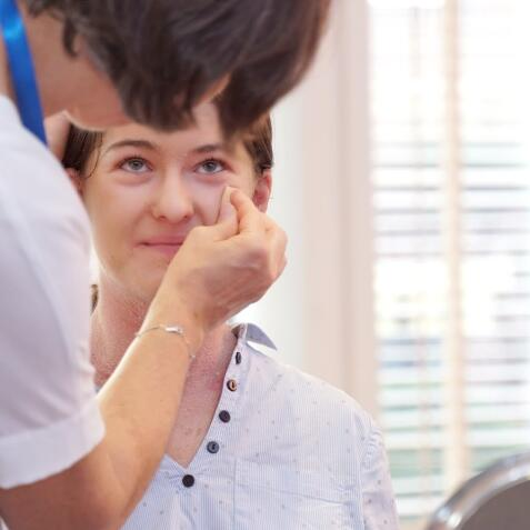 av_eczema-psoriasis_maquillage-medical_1x1