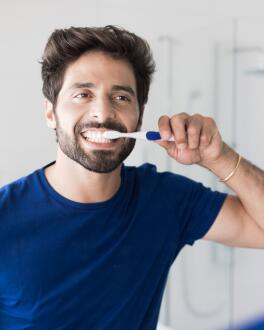 oc_inava_hydrid-timer-electric-toothbrush-bleu_lifestyle_3577056019630