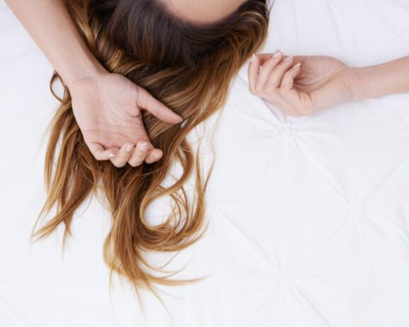 RF_Expert-dossier_Dry-hair_Sleeping-Woman_Copyright-free (5)