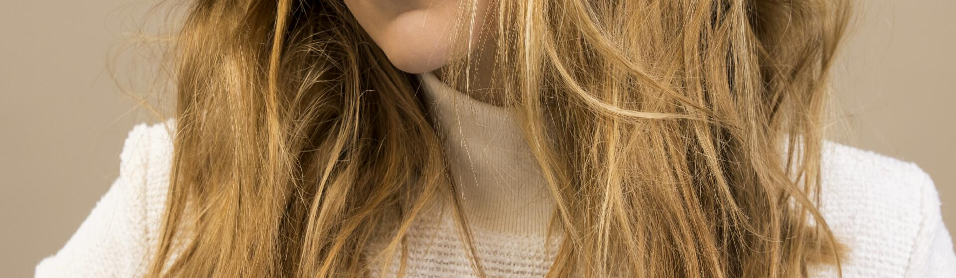RF_Expert-dossier_Dry-hair_Messy-hair-Woman_Copyright-free (2)
