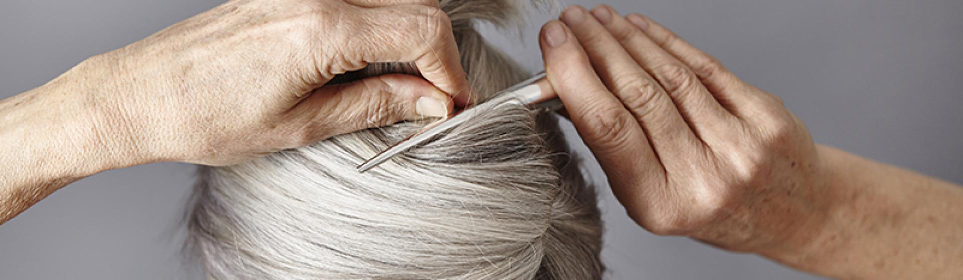 RF_website_expert-dossier-gray-hair_keeping-hair-white_why-yellowed_804x446